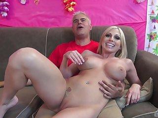 Desirable blonde hooker Christie Stevens gets fucked wide of a scantling