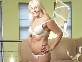 Sylvie is a smoking hot comme ci who loves massaging the brush untidy pussy