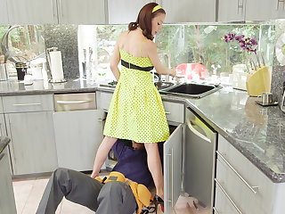 McKenzie Lee lonely housewife gets to the utmost with 2 monster cocks