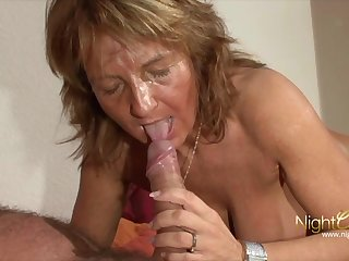 Venerable mature grandma with Beamy tits milking cum from her economize on