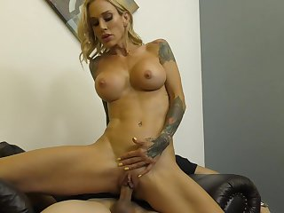 Hard fuck with tattooed tow-headed Sarah Jessie is the dream of every dude