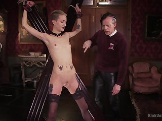 Skinny blonde plays dutiful for her old dexterous
