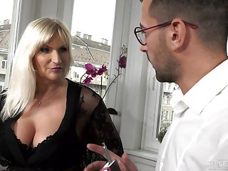 Busty old rich spread out Anna Valentina gets initiate with young gigolo