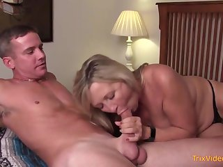 Principal mother and her mischievous step- sonny are pulverizing in the bedroom, once in a while